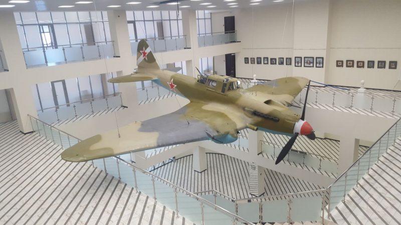 Точная копия самолета Ил-2 летчика Юсупа Акаева установлена в музее