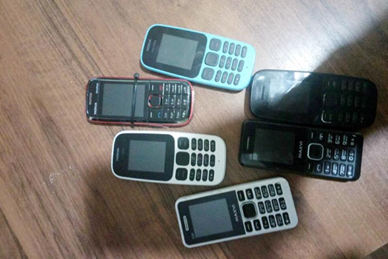 В колонию №7 попытались перебросить 6 мобильных телефонов