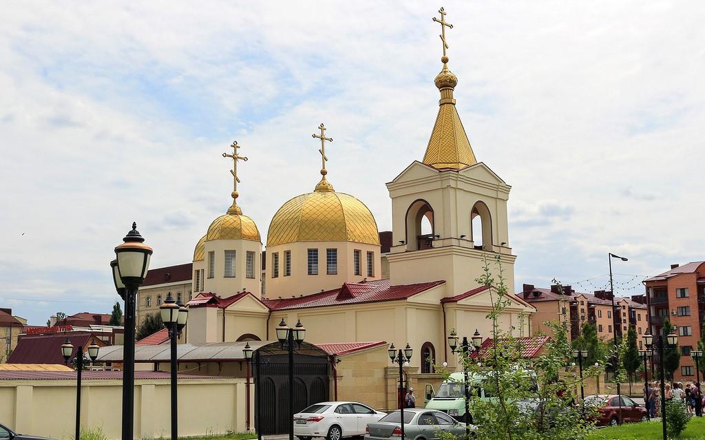 Муфтият Дагестана и архиепископ Варлаам выразили соболезнования родным погибших при нападении на церковь в Грозном