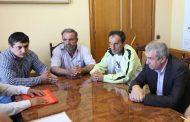 Власти Махачкалы встретились с бастующими водителями маршрута №61а