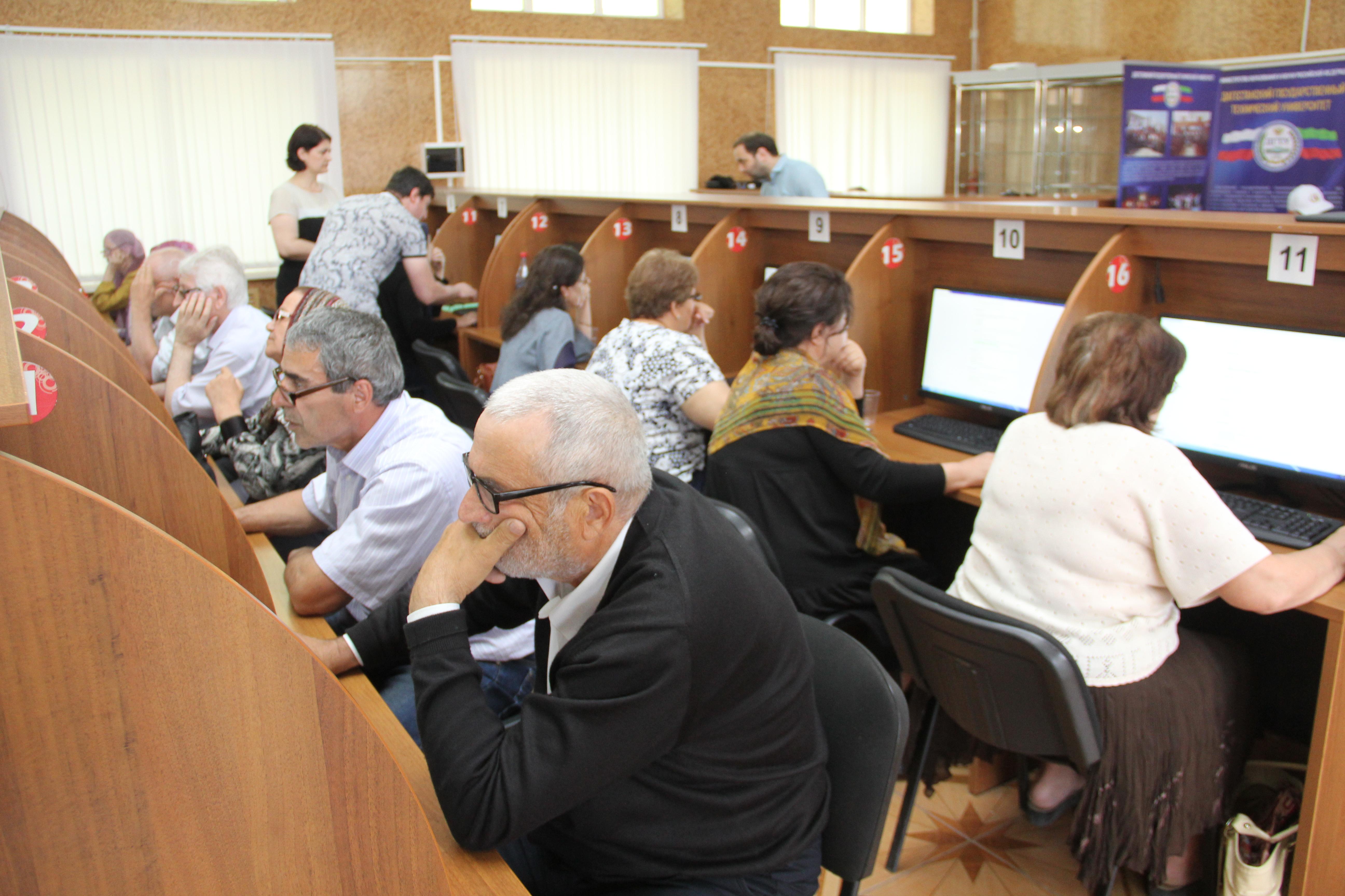 В ДГТУ прошел чемпионат по компьютерному многоборью среди пенсионеров