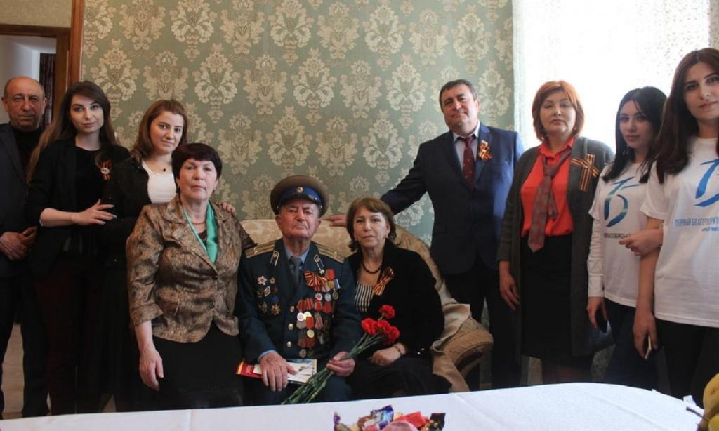 Фронтовик из Дербента награжден медалью Амет-Хана Султана