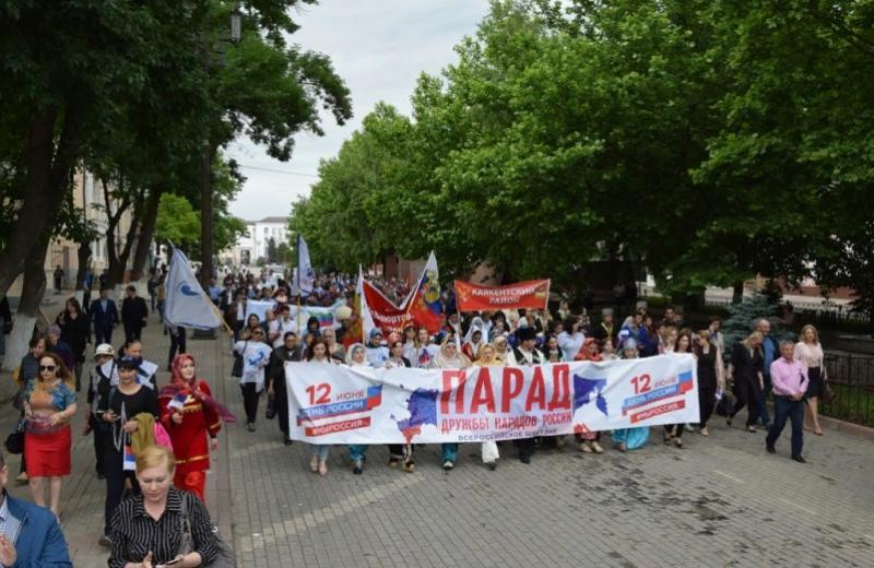 Как в Махачкале отметили День России: «Парад дружбы народов»