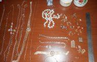 Дагестанские таможенники изъяли более полукилограмма ювелирных изделий