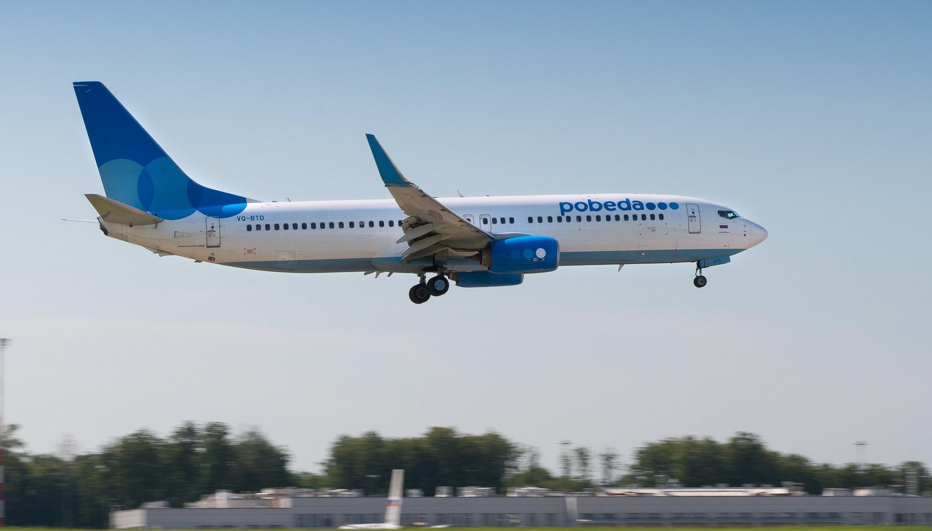 Самолет из Махачкалы в Санкт-Петербург сел во Внуково из-за курильщика