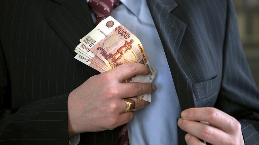 Сотрудник казначейства предстанет перед судом за крупную взятку