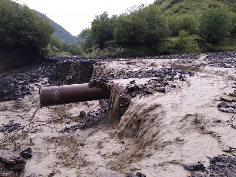 Ливни в Тляратинском районе разрушили автомобильную дорогу