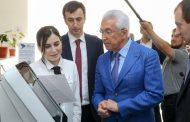Владимир Васильев посетил республиканский МФЦ