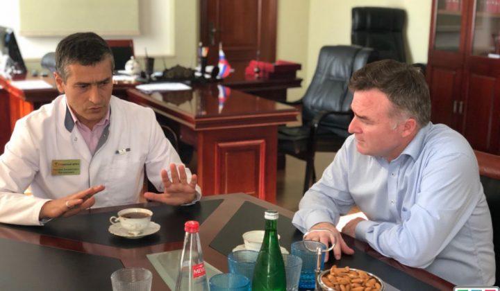 Рашид Акавов провел встречу с главврачом первой городской больницы Махачкалы
