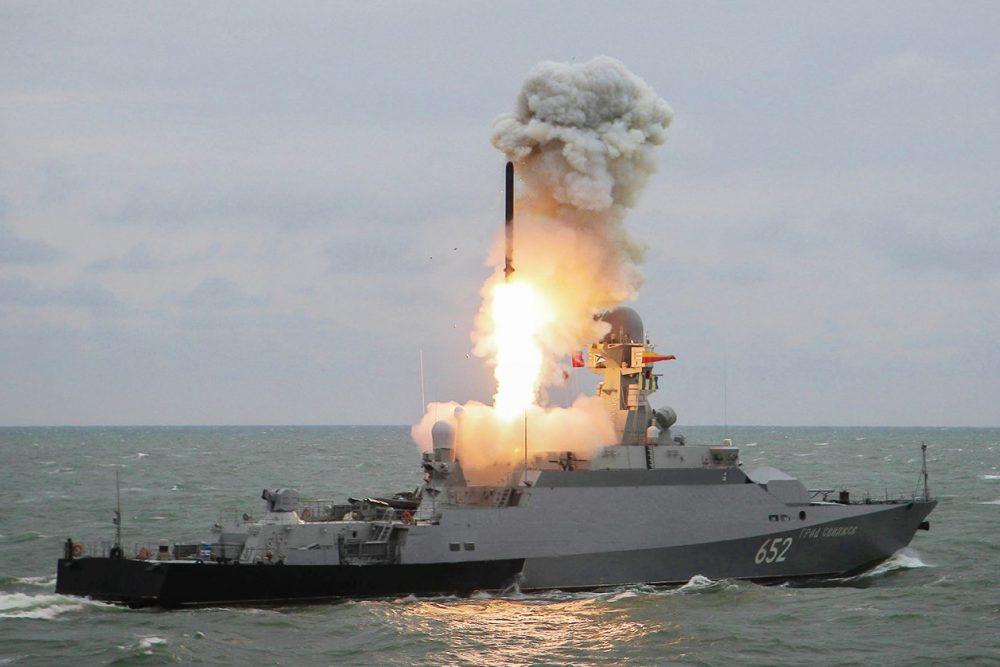 Суда Каспийской флотилии доставят на полигон Аданак ГСМ для мотострелков 58-й армии