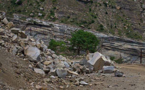 Три человека погибли во время камнепада в горах Дагестана