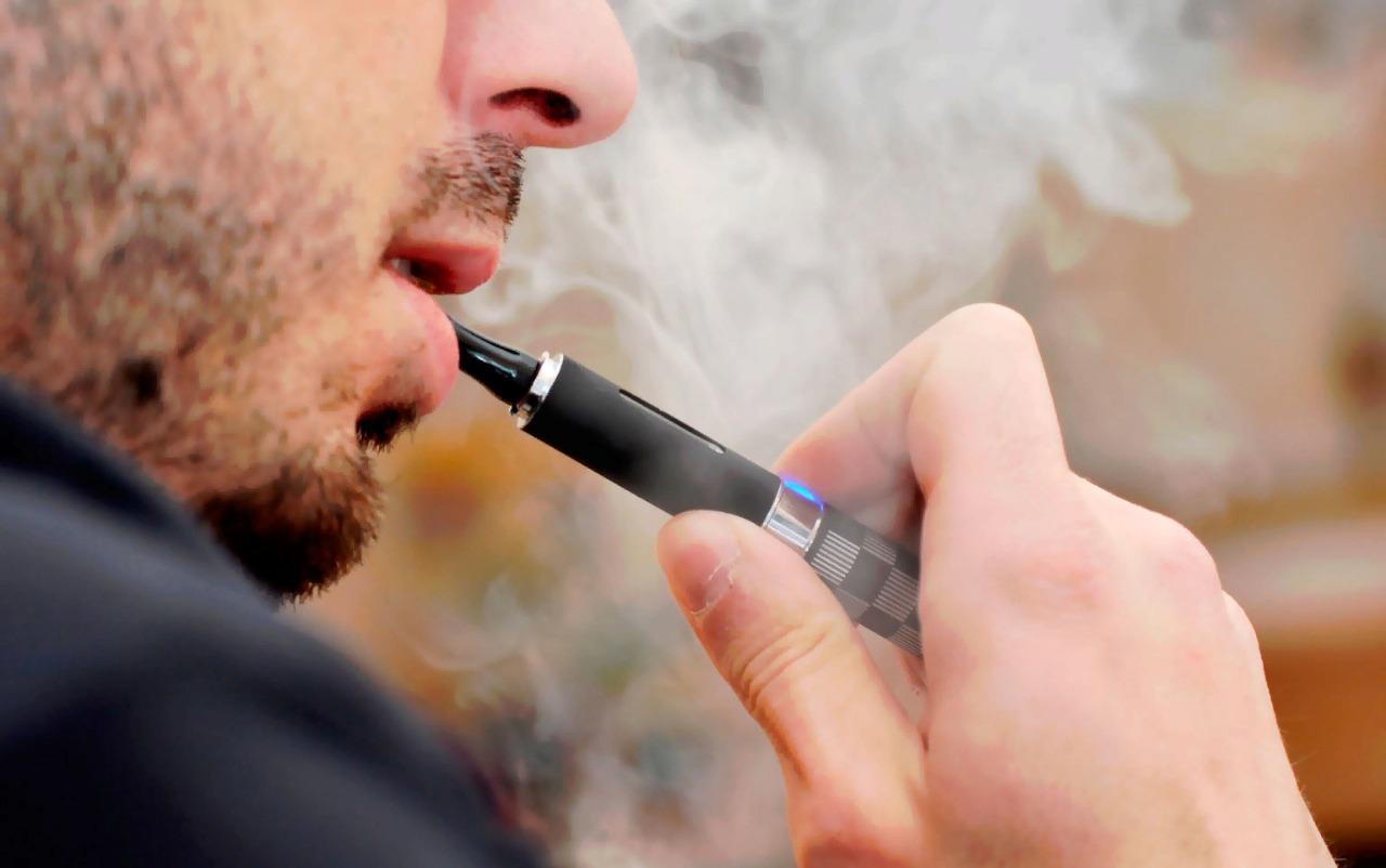 Минздрав: Электронные сигареты не помогают бросить курить