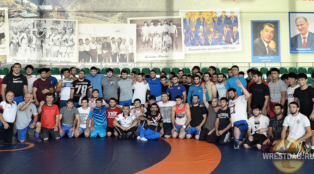 60 дагестанских вольников отправились на чемпионат России