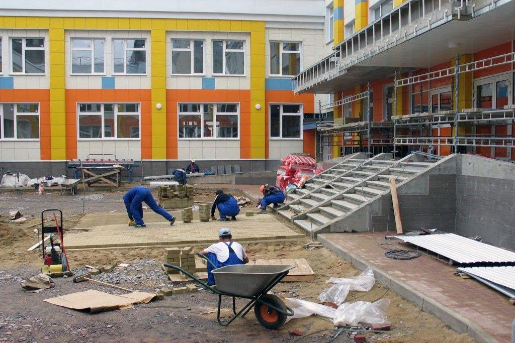 Васильев попросил у Медведева 9 млрд рублей на строительство школ