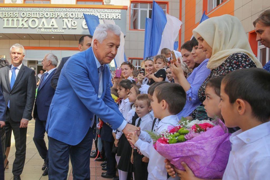 Владимир Васильев открыл новую школу в Махачкале