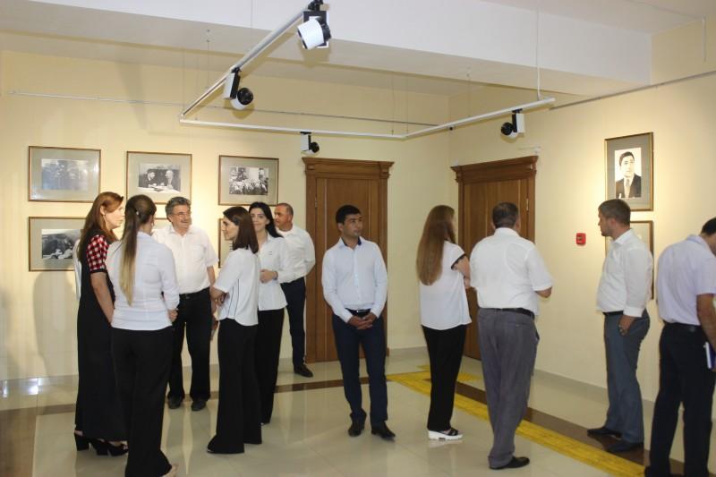 В Махачкале открылась фотовыставка, приуроченная к юбилею Расула Гамзатова