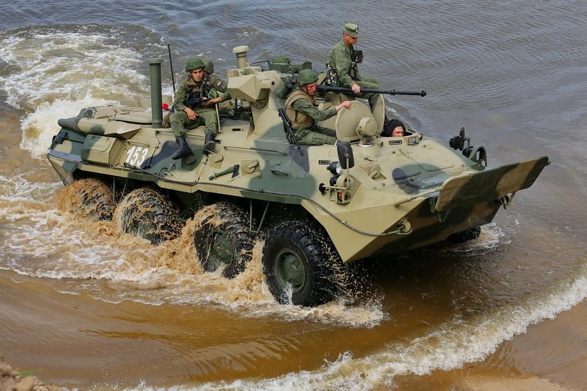 Каспийская флотилия опробовала новейшие бронетранспортеры