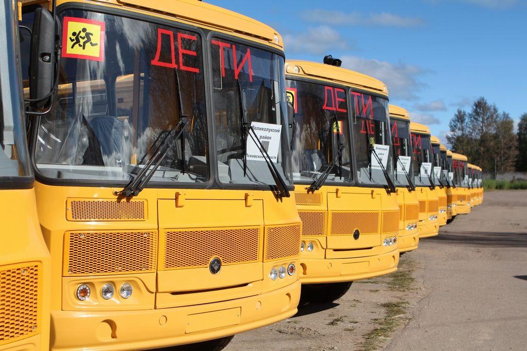 Дагестан получит 70 школьных автобусов и 10 машин скорой помощи