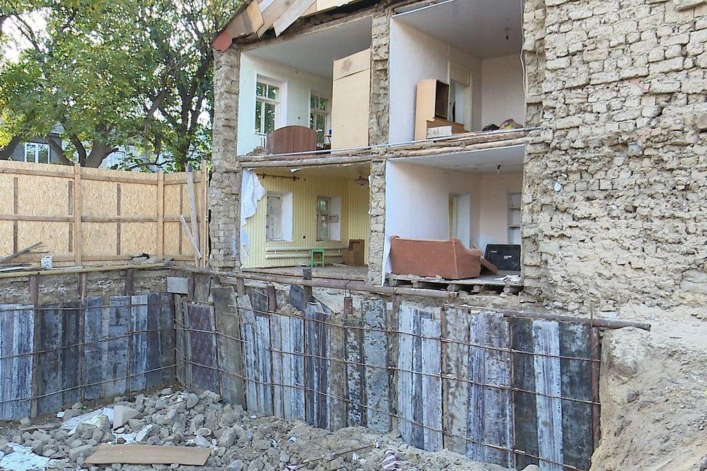 Экспертиза: Стена дома в Махачкале рухнула из-за его аварийного состояния