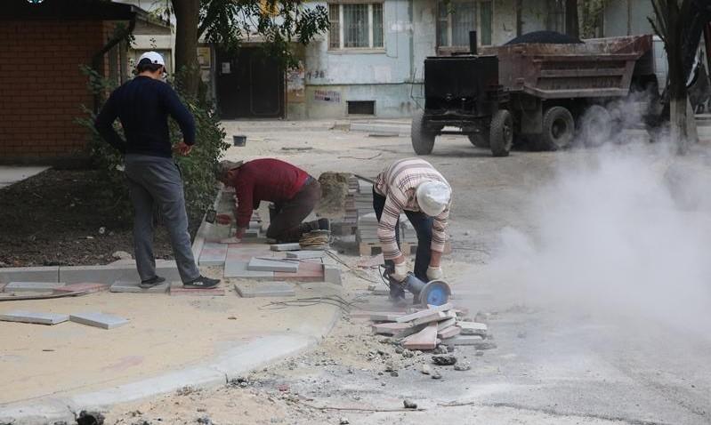 В Махачкале реконструируется более 20 дворов и скверов