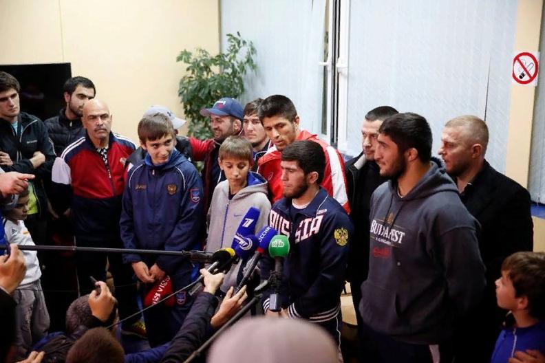В Махачкале встретили чемпионов мира по вольной борьбе