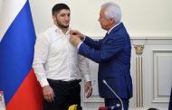 Глава Дагестана наградил борцов орденами и медалями