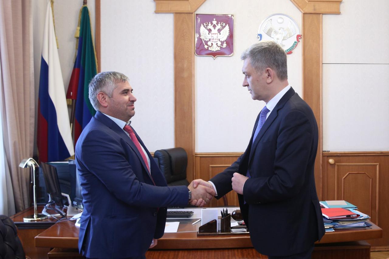 Владимир Иванов провел встречу с новым главой Цунтинского района