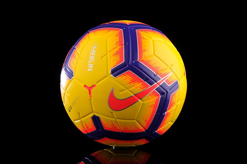 Премьер-лига переходит на мячи желто-фиолетового цвета