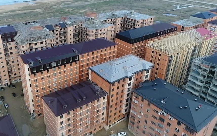 Незаконные многоэтажки в Махачкале будут сносить «только в крайнем случае»