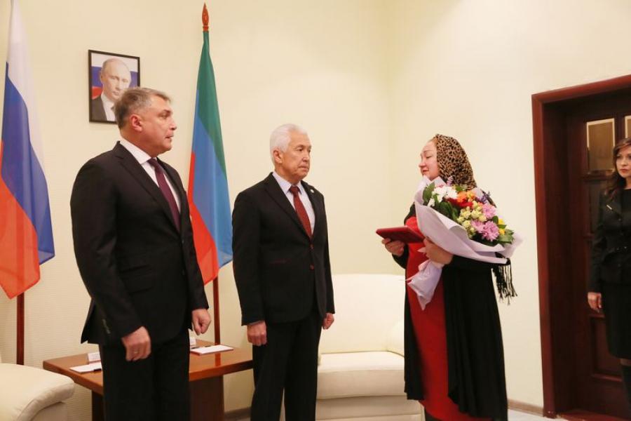 Матери военнослужащего Марата Молчанова передали орден Мужества
