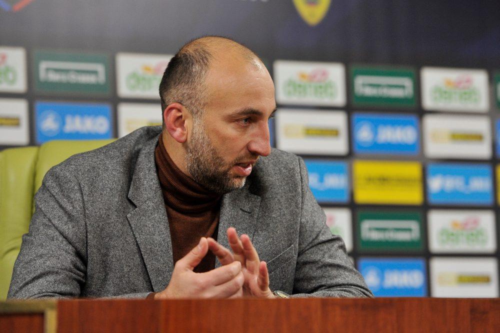 Президент «Анжи» уговорил главного тренера Адиева не уходить в отставку