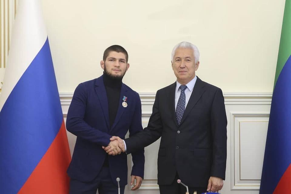 Хабиб и Абдулманап Нурмагомедовы удостоены государственных наград Дагестана