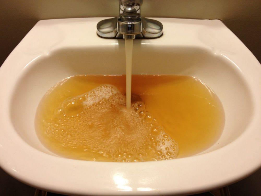 Власти Махачкалы объяснили помутнение воды ремонтными работами