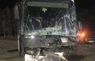 Легковушка влетела в автобус на севере Дагестана