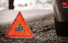 Один человек погиб и пятеро пострадали при столкновении двух автомобилей