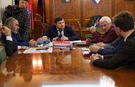 Мурад Алиев встретился с отцом убитых братьев Гасангусеновых