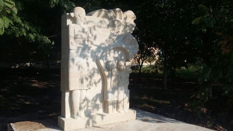В Каякентском районе установлен памятник русской учительнице