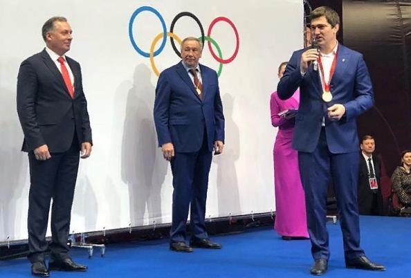 Бахтияру Ахмедову передана золотая медаль Олимпиады-2008