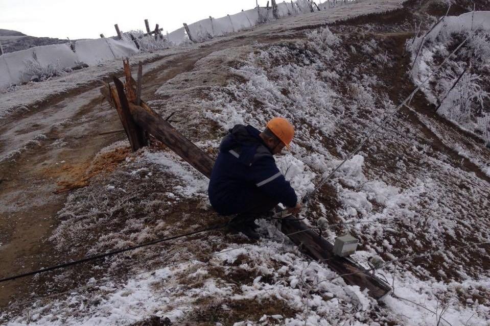 Энергетики Дагестана в непогоду восстанавливают электроснабжение