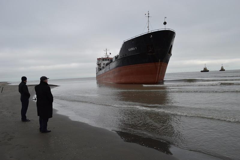 У берегов Махачкалы спасли севший на мель сухогруз