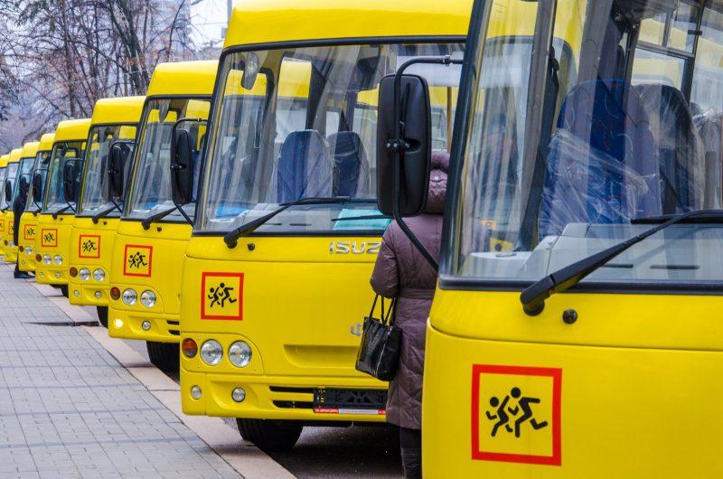 В Буйнакский район поступили новые школьные автобусы