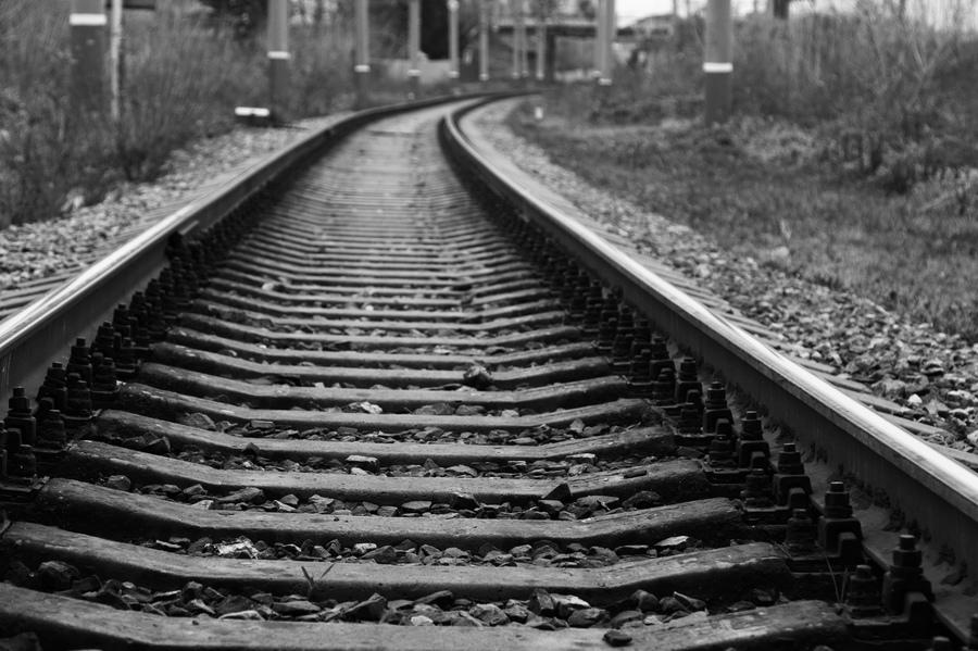 Женщина попала под поезд в Махачкале