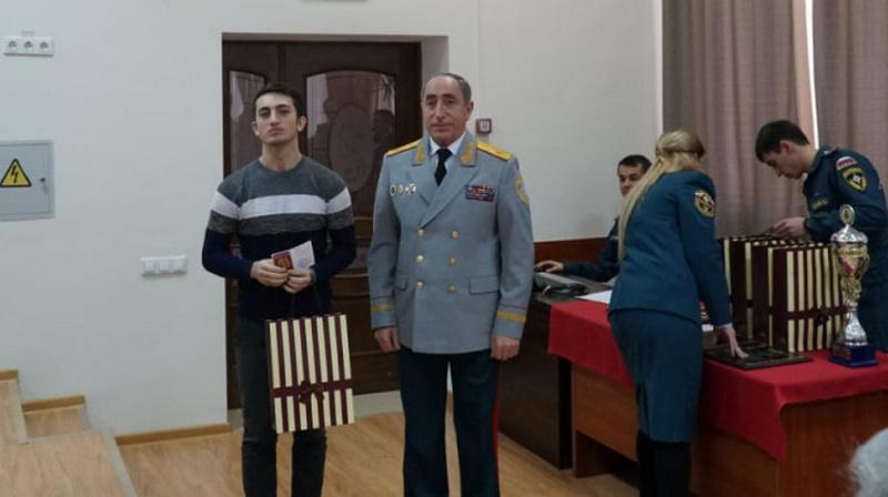 МЧС наградило студента ДГТУ за спасение людей при пожаре