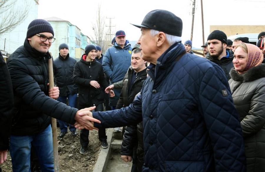 Владимир Васильев провел обход по улицам Махачкалы