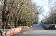 В Кизляре вандалы разрушили скамейки у мемориала