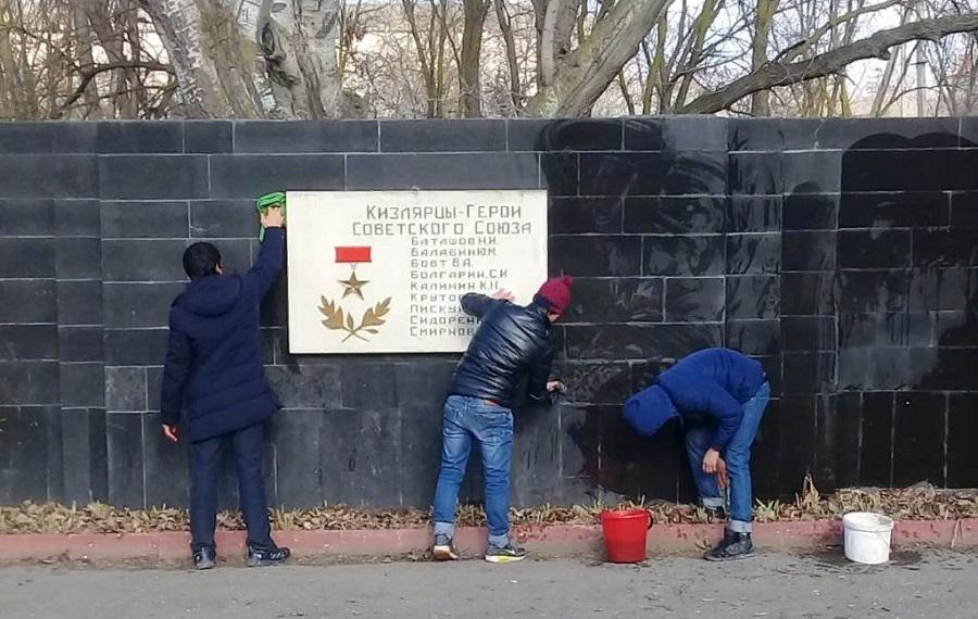В Кизляре задержаны вандалы, осквернившие воинский мемориал