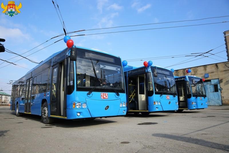 В Махачкалу поступили новые инновационные троллейбусы