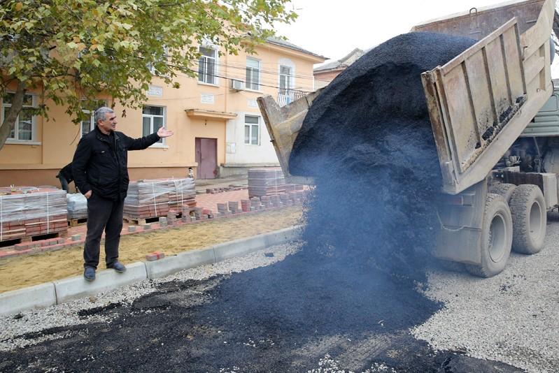 ОНФ разъяснил, кто должен ремонтировать дороги во дворах