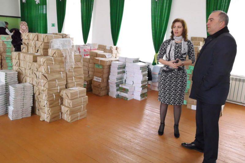 В Буйнакский район поступили учебники для всех классов