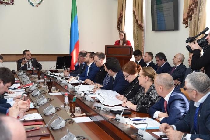 Артем Здунов провел заседание правительства Дагестана
